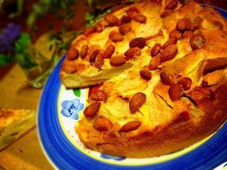 テレビドキュメンタリー「猫のしっぽカエルの手」で紹介されていたケーキです。アーモンドはほんとは皮をむいたものと書いてあったけど、栄養があるので残したままで作りました^ ^ - 38件のもぐもぐ - イタリアマンマの味!りんごとアーモンドの素朴なケーキ by Naopoppo