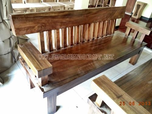 Kursi Tamu Minimalis Solid Wood Unnatural 3 seat  http://jeparahandicraft.net/2013/05/29/mebel-antik-2/kursi-tamu-antik/meja-kursi-tamu-minimalis-solid-wood-unnatural/