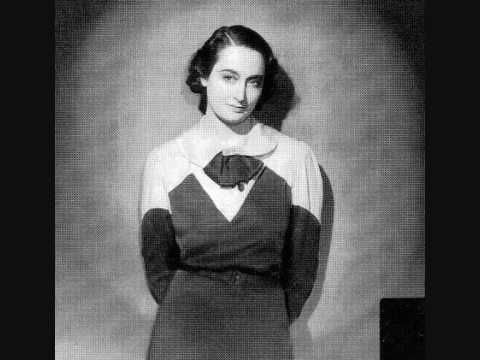 """Lys Gauty sings """"Le chaland qui passe"""", French version of Cesare Andrea Bixio's """"Parlami d'amore Mariù"""" (1932) and a major success for her in 1933."""