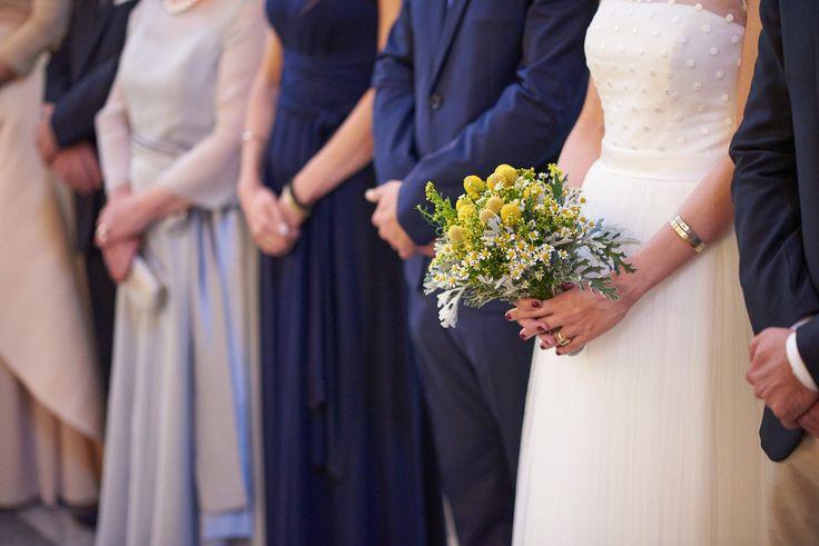 couple, churh, bride and groom, patras wedding, pantanassa, tsakanikas, ceremony, wedding dress minimal, bridal bouquet, craspedia, yellow wild greenery,