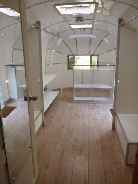 '52 airstream flying cloud, boutique. ~Don't have a reason to have this, but it's just so cool!