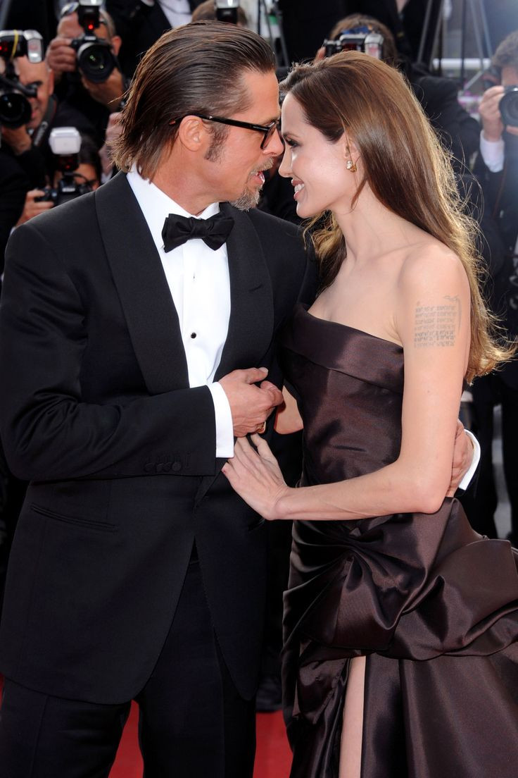 Angelina's dad wasn't invited to Brangelina's wedding