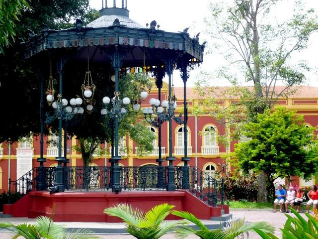 Um dos coretos da Praça Eliodoro Balbi.