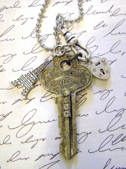 Eiffel Tower and Vintage Key Pendant Necklace-two of my favorite things on the same necklace! I must have it!