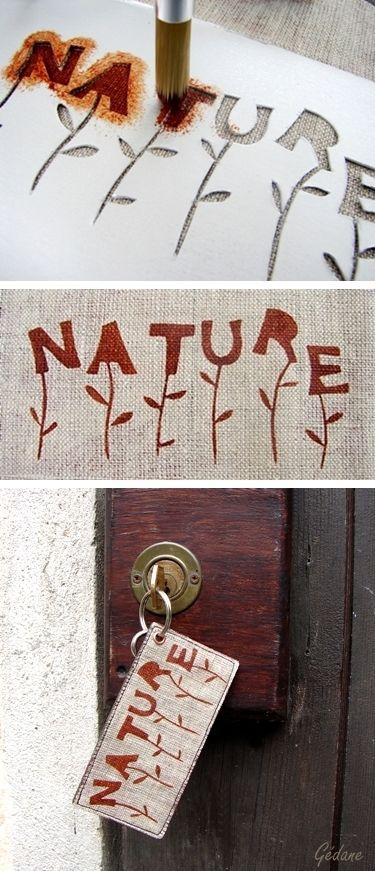 j'ai peint au pochoir sur du lin puis cousu sur du simili épais et passé du vernis colle pour plastifier Mon astuce ici oo