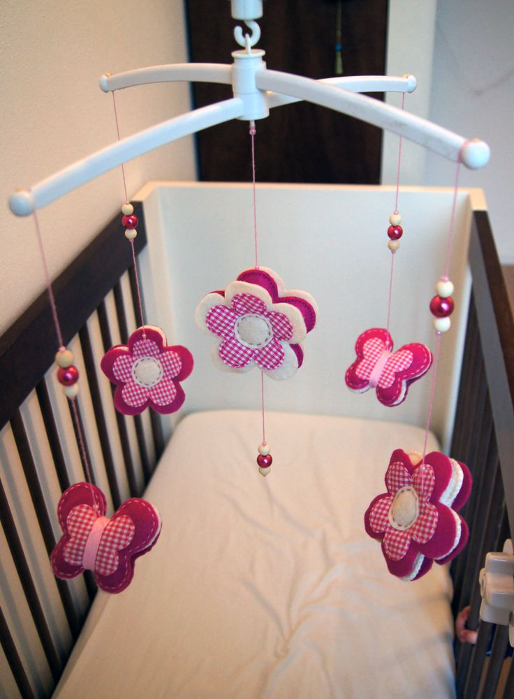 Handmade by JoHo - vilten bloemen en vlinders - mobiel - mobile felt