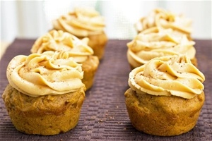 Pumpkin Molasses Cupcakes with Dulce de Leche Buttercreme Frosting
