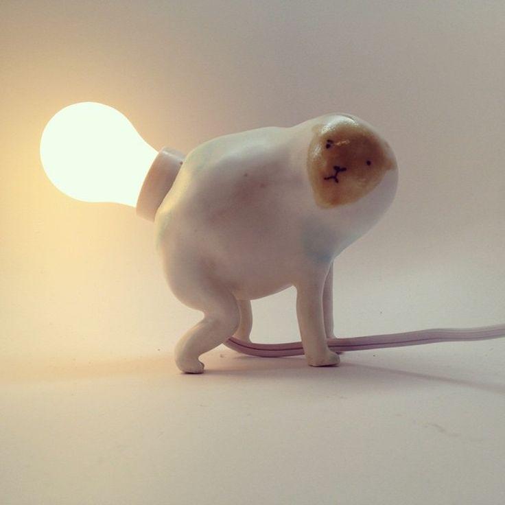 whimsical curiosity monkey table lamp ceramic art Verdens fineste lampe. Jeg er jo en maksimalist, gift med en minimalist. Il Sung Na