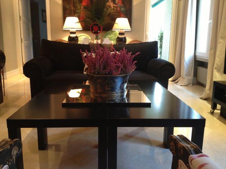 4 mesas lack de ikea puestas juntas encima un tablero de - Mesa de salon ikea ...