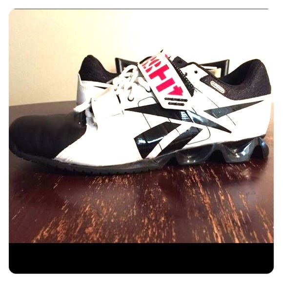 Reebok crossfit shoes Reebok crossfit shoe only worn 3x. Really good condition. I do not have ordinal box. Reebok Shoes Athletic Shoes