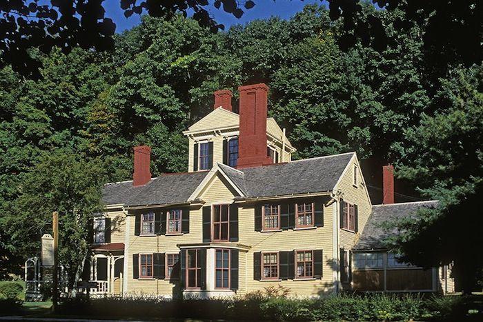 Sömürge mimarlığı dönemine ait olan 18. yüzyıldan kalma bu ev Massachussetts'de bulunuyor. Nathaniel Hawthorne 1852 yılında roman yazmak üzere bu eve yerleşmiş. 1961 yılında ev Ulusal Tarihi Abide ilan edilmiş.