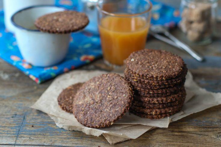 On réalise ces biscuits au cacao et aux céréales avec les enfants. Une nouvelle recette de notre blogueuse foodie, Margherita Romagnoli.