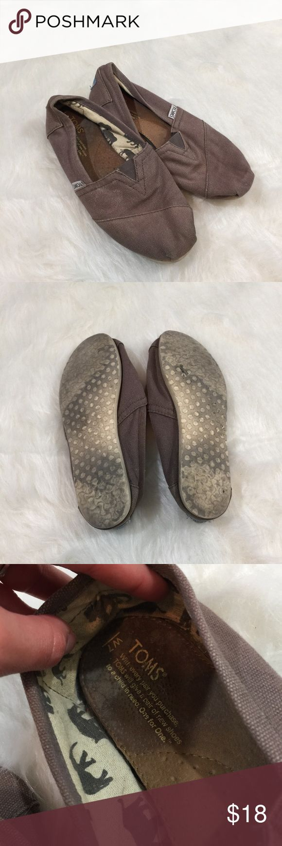 Toms Taupe Flat This awesome Flat is in good condition! Still has tons of life! Size 7. Smoke and pet free home! Reasonable offers accepted! No trades. TOMS Shoes Flats & Loafers