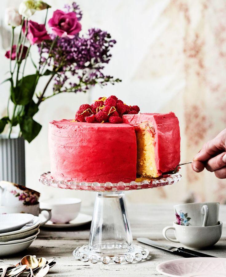 Oletko jo kokeillut tökkäystekniikkaa kakkujen täytössä? Sen avulla voit jättää väliin kärsivällisyyttä ja taitoa vaativan kakkupohjan...