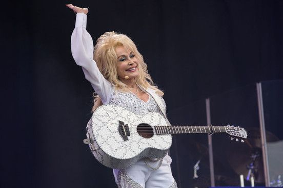 Dolly Parton - How The 68-Year-Old Country Icon Brought All Of Glastonbury Together