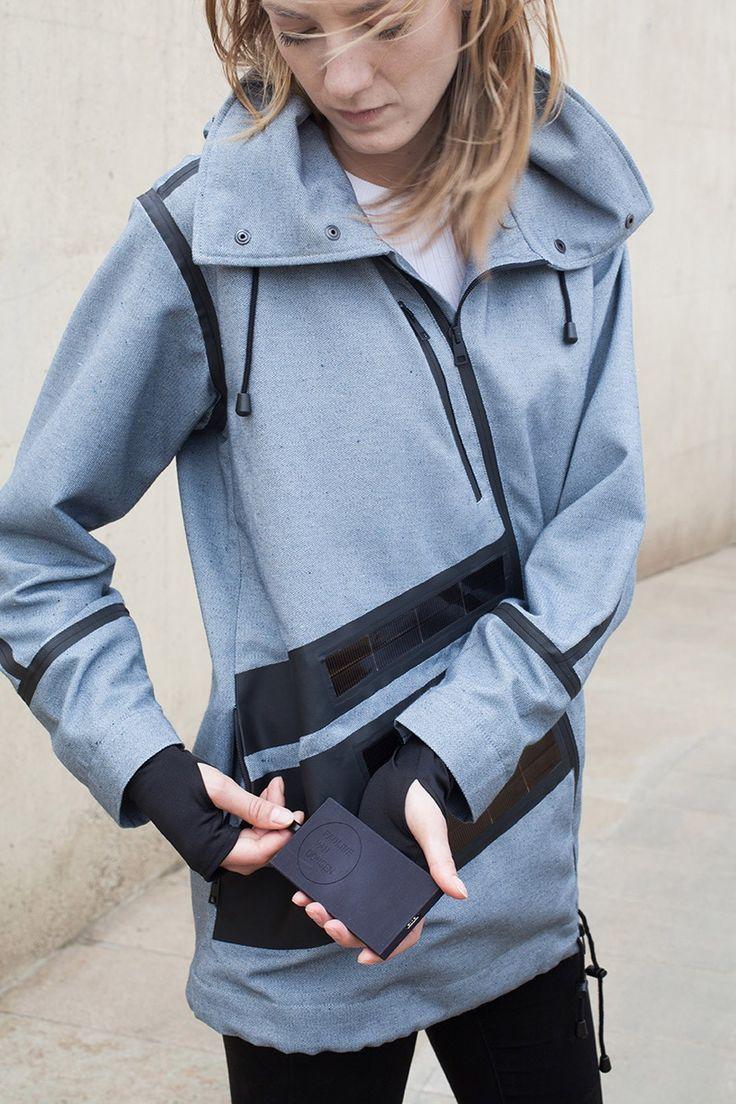 Pauline van Dongen, é a designer holandesa que não cansa de inovar quando o assunto é moda, tecnologia e desempenho do vestuário. A estilista visando roupas como fonte de energia, para carre…