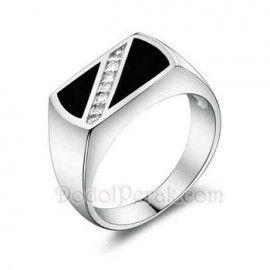 Cincin Perak Tambama merupakan cincin berbahan perak berkualitas 925, dengan model simple, bagian atas mempunyai bentuk persegi dengan permukaan datar dilapis dengan warna hitam dan dihiasi dengan 5 buah batu zircon kotak yg disusun diagonal http://dodolperak.com/?p=360