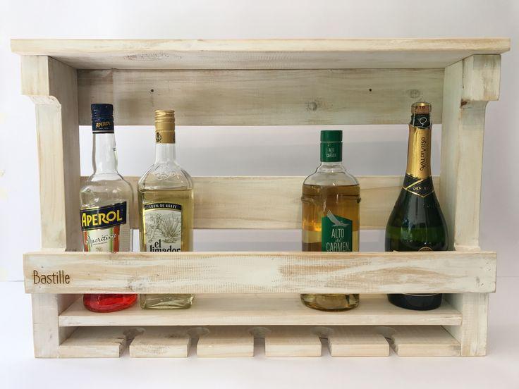 Mini cava para guardar tus mejores vinos y licores. Encuéntrala en www.bastille.cl #wood #madera #wine #vino #deco #decoration #decoracion