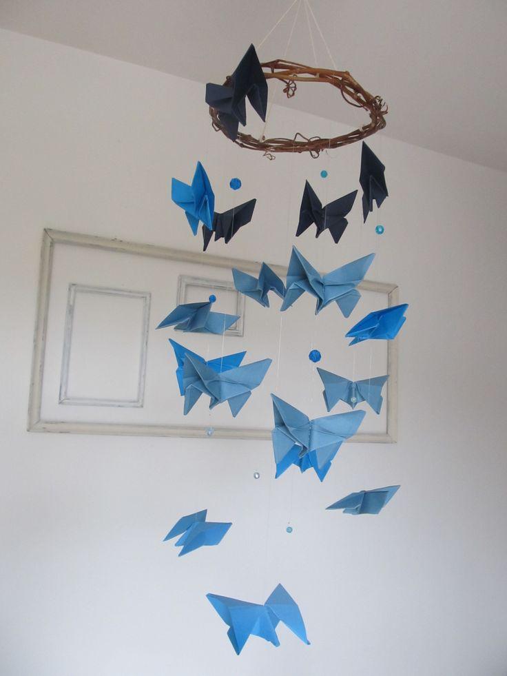 les 25 meilleures id es concernant mobile en papillons sur pinterest papillons en papier. Black Bedroom Furniture Sets. Home Design Ideas