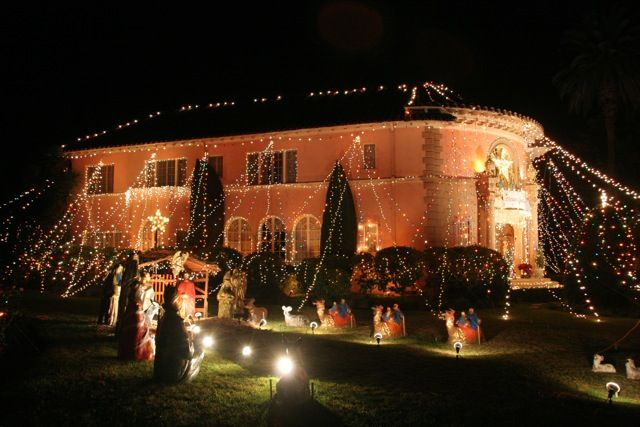 Huge Christmas Lights On House | St. Albans Road in San Marino ...
