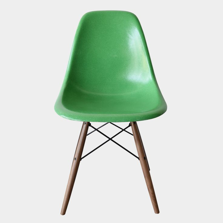 Eames DSW Kelly Green @joink.nl