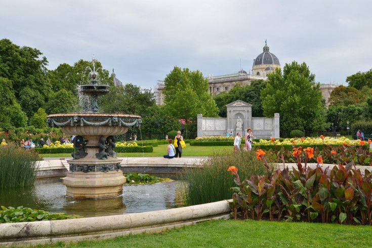 Film and Photo Shoot Locations in Austria: Fountain %26 Park, Volksgarten