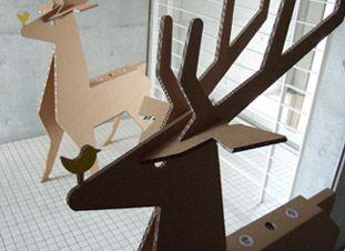 強化ダンボール製オブジェ「マイ鹿(マイトナカイ)」の使用例