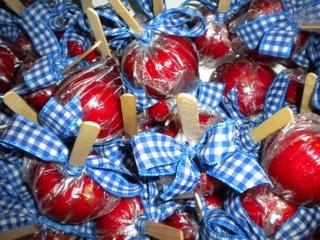 rood wit blauw lintje...appels op stok