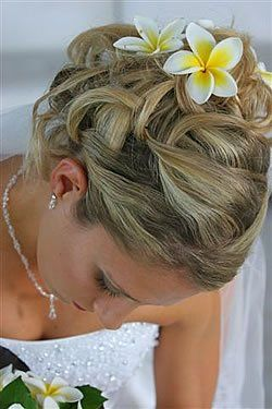 I have always loved frangipanis and I recently bought a number of frangipani hairpins for myself and my bridesmaids.