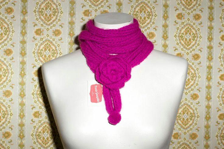 Bufanda tejida con tricotin.