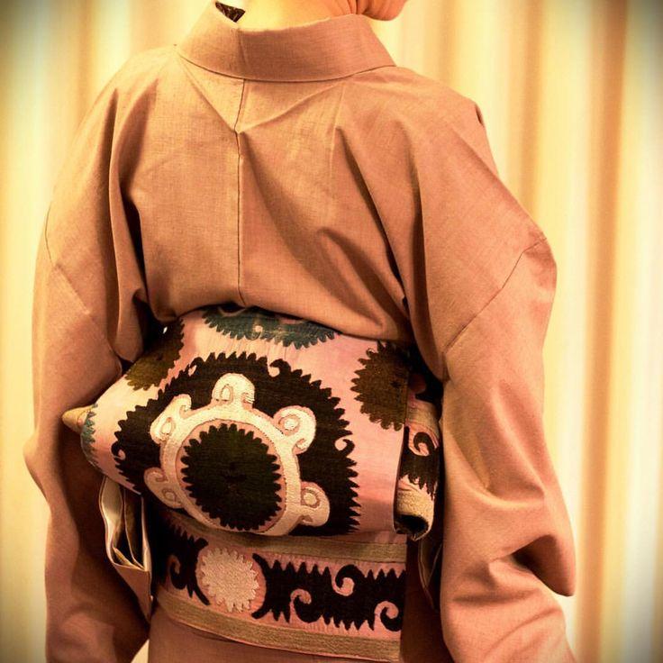 結城紬にスザ二の帯 #japan #tokyo #setagaya #kimono #obi #着物 #帯 #結城紬 #紬 #スザ二 #yukitsumugi #tsumugi #suzani