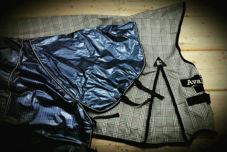 Les couvertures Horze imperméable pour les jours pluvieux sont accessibles en ligne : https://chambriere.ca/produits/c-1-le-cheval/c-58-couvertures/c-157-couvertures-impermeable