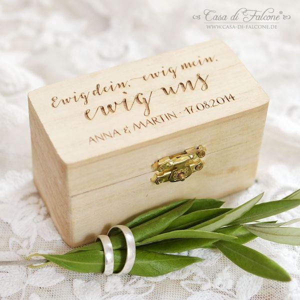 Personalisiertes Ringkissen - Ringbox mit Holzgravur: Die rustikale Ringbox aus Holz ist eine wunderbare Alternative zum klassischen Ringkissen. Per Gravur wird die ...