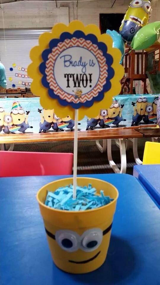despicable me centerpiece 2nd birthday ideas in 2019 minions rh pinterest com