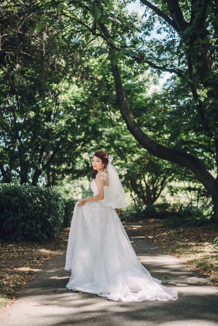 I'm ready.  Queen Elizabeth Park, Vancouver, BC, Canada  Photography by Love Frankly Wedding photography