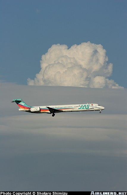 JAS Japan Air System McDonnell Douglas MD-90-30 aircraft picture