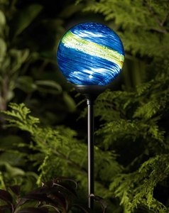 les 25 meilleures id es concernant lampe solaire de jardin sur pinterest luminaire exterieur. Black Bedroom Furniture Sets. Home Design Ideas