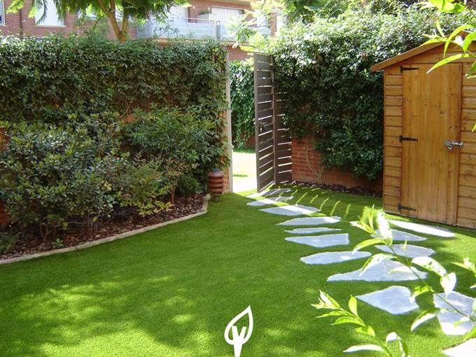Decora la entrada de tu casa con c sped artificial for Murales para patios y jardines