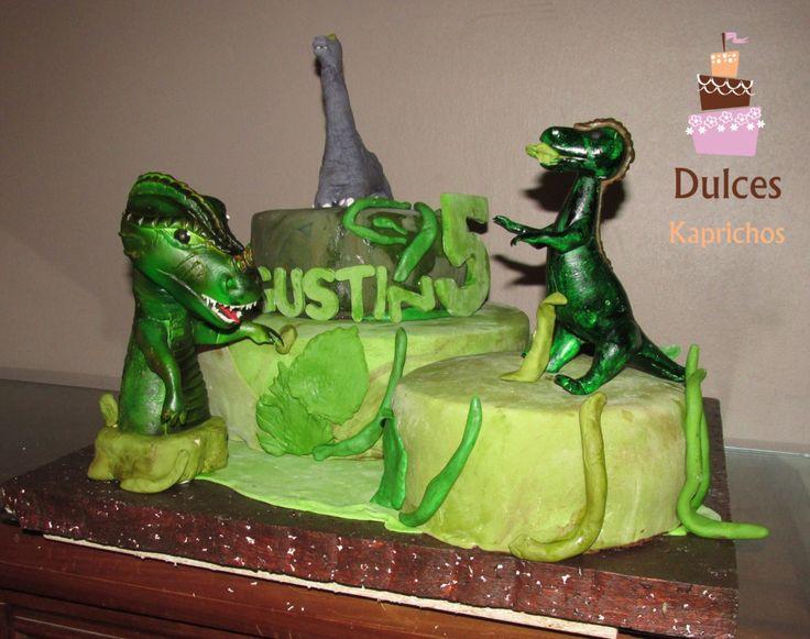 "Torta Artística ""Jurassic Park"" #TortaJurassicPark #TortasArtisticas facebook.com/dulces.kaprichos.chile"