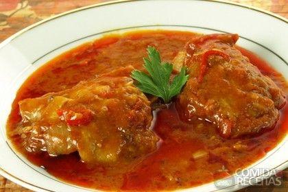 Receita de Filé de frango ao forno com molho de tomate em receitas de aves, veja essa e outras receitas aqui!
