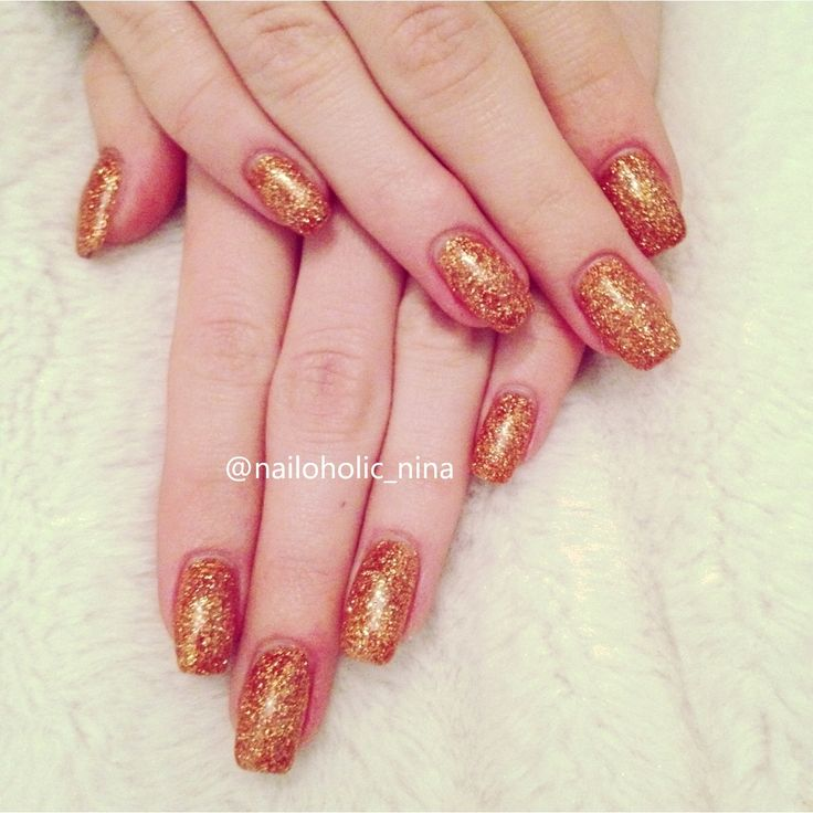 Gold glitter nails, perfect for NYE
