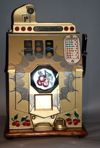 All mechanical slot machine that appears to date from the late thirties or forties.