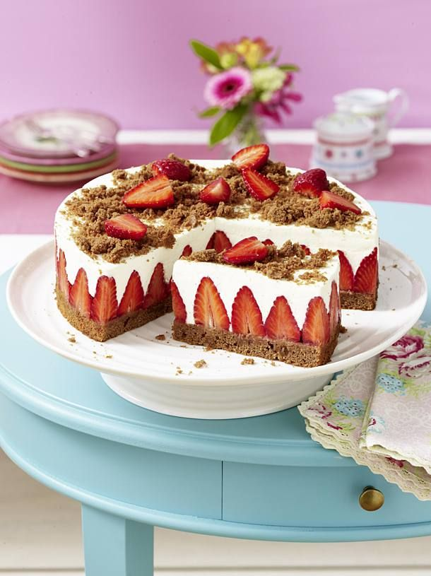 Unser beliebtes Rezept für Erdbeer-Torte mit Schokoboden und Quarkcreme und mehr als 55.000 weitere kostenlose Rezepte auf LECKER.de.