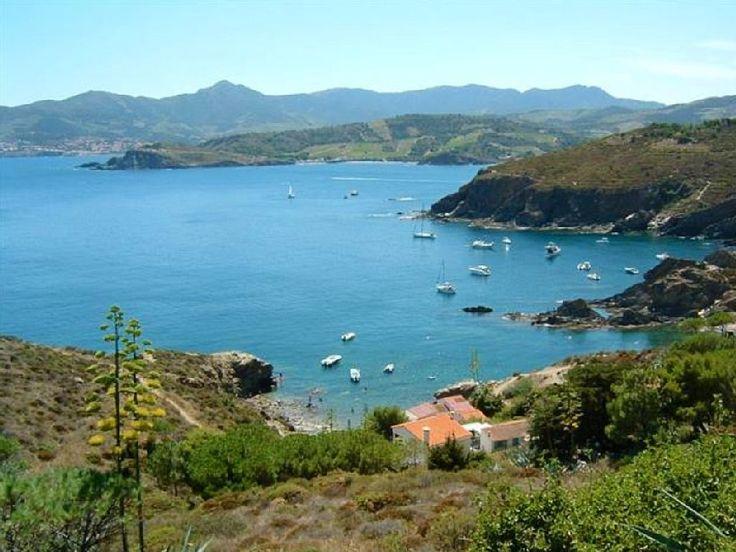 Location vacances appartement Collioure: Les criques de la baies de paulille à côtés du cap Bear.