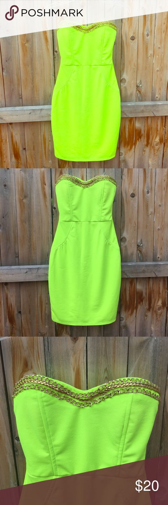 NWT Lime Green Dress 🍏 Beautiful bright neon green sweet heart dress. Size small with tags! Exactly as pictured. No flaws. Dresses Midi