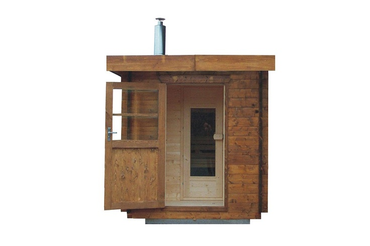 Sauna with little exterior entrance