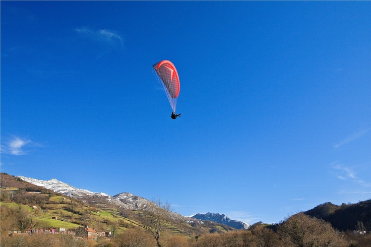 Con la práctica de este deporte se obtinen perspectivas diferentes de los territorios a la vez que disfrutas de Asturias y de actividades de turismo al aire libre // Practicing this sport you can get different sights of the regions at the time you enjoy Asturias and open-air tourist activities