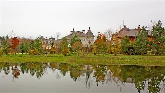 Дом у озера. Вид 2