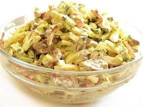 "Салат ""Алёнка"" из шампиньонов,крабовых палочек, яиц, свежих огурцов, майонеза, зелени петрушки и репчатого лука."