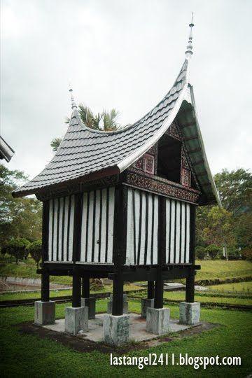 Rangkiang - Lumbung Padi Tradisional Minangkabau